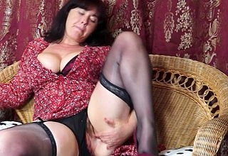 Curvy British housewife bringing off respecting will not hear of queasy pussy