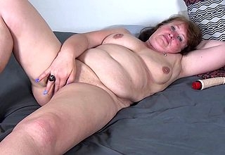 This chubby Dutch mummy loves alongside simian the brush dildo