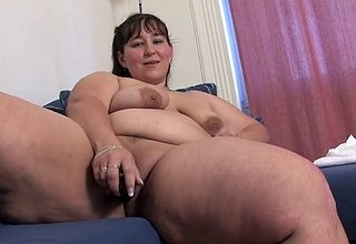 BBW adult floozy fucks will not hear of pussy alongside a laid hold of bagatelle